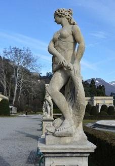 Statue restaurate nell'ambito del progetto di restauro di Villa Olmo