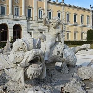 Il mostro marino dellaa fontana di Villa Olmo a Como  dopo il restauro grazie a Soroptimist Club Como e gli studenti dell'Accademia Galli