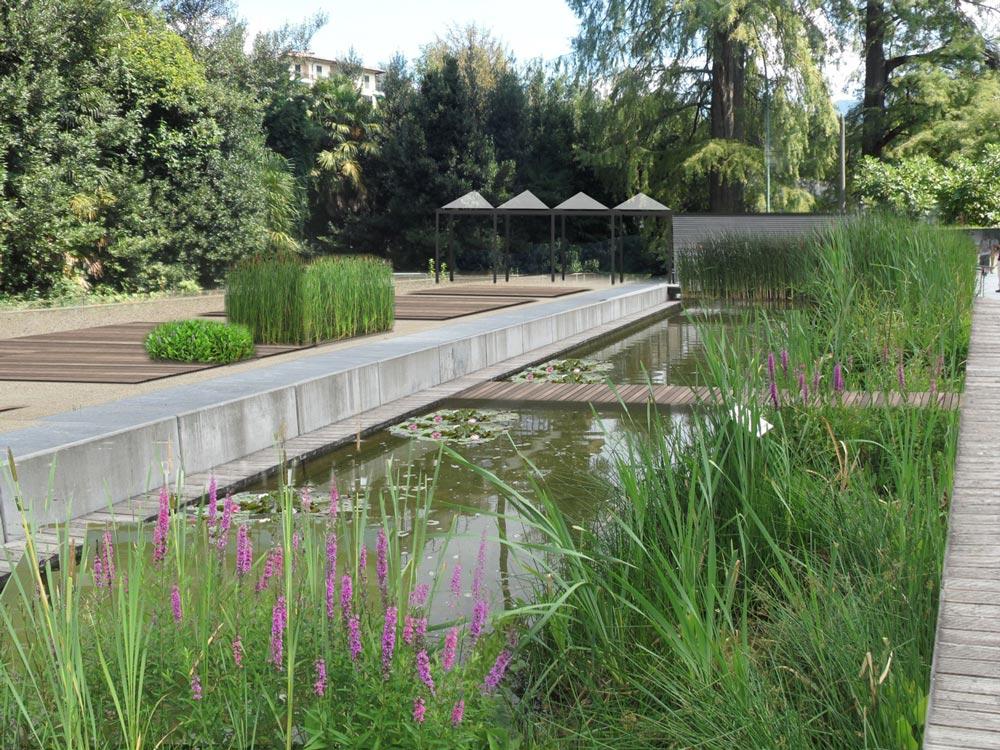 Piazza orto botanico Villa Olmo
