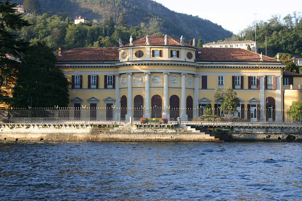 Villa Saporiti e il suo parco a Como, sul lago
