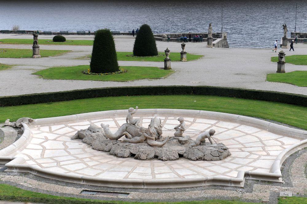 La fontana monumentale di Villa Olmo, Como restaurata.